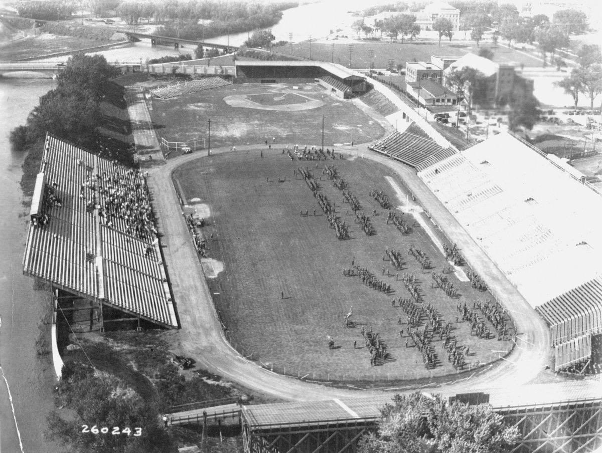 1927-OldIowaField
