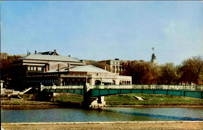 1950'sMemorialUnionFootbridge 2
